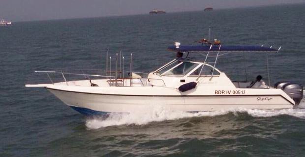 Gulf Craft 31 Canopy Speedboat on Hire in Mumbai