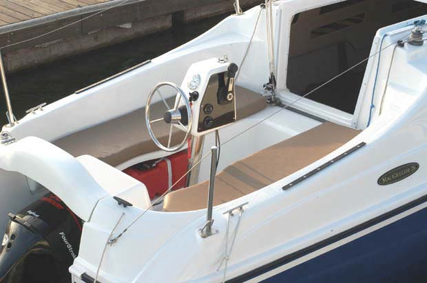 Macgregor 26 Sailboat Seating Open Deck