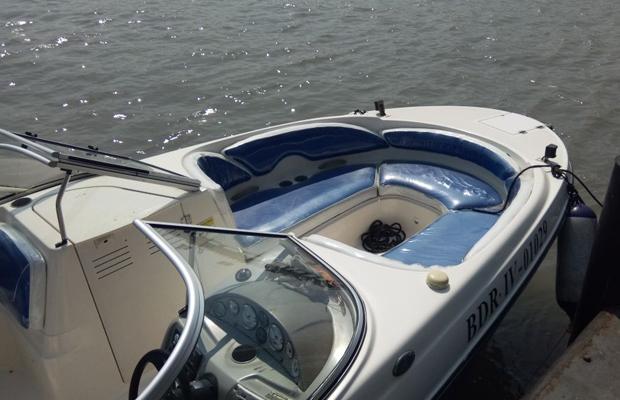 Bayliner 245 Speedboat on Rent in Mumbai
